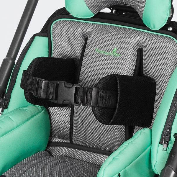 Flexible lateral trunk support with chest strap